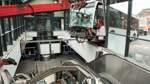 Gelenkbus kracht in Bahnhofsgebäude in Hamburg