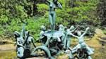 """Die Skulptur """"Geburt der Venus"""" in der Parkanlage Thieles Garten in Bremerhaven."""