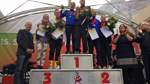 Die drei bestplatzierten Frauen und Männer bei der Siegerehrung.