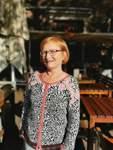 Müller, 61, ist Psychologin und dreifache Mutter. Sie trägt kurzes, rotes Haar zu Brille, wohnt in der Vahr, ist umweltbewusst und wählt seit vielen Jahren grün.