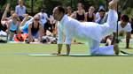 Hunderte Teilnehmer bei Open-Air-Yoga in Bremen