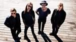 """Selig, 4. Februar 2021, Modernes   Selig kann man schon zu den Urgesteinen des deutsprachigen Rocks zählen. Bereits Mitte der 1990er-Jahre waren sie mit Hits wie """"Ist es wichtig?"""" und """"Laß mich rein"""" erfolgreich. Zwischendurch erfolgte eine zehnjährige Pause, seit 1998 hat die Band um Sänger Jan Plewka wieder zusammengefunden. Für 2020 ist ein neues Album angekündigt. Das Konzert am 21. März musste wegen des Coronavirus abgesagt werden. Nun gibt es einen Ersatztermin: der 4. Februar 2021. Bei dem Konzert sollen auch Songs vom neuen Album gespielt werden. Die Tickets behalten ihre Gültigkeit."""