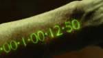 In Time: 13. April auf Amazon Prime   In einer Welt, in der die Zeit die offizielle Währung ist, hören die Menschen mit 25 Jahren auf zu altern. Eine digitale Uhr, die in ihren linken Arm integriert ist, zeigt ab diesem Zeitpunkt ein Jahr Zeit an und fängt an abzulaufen. Steht die Uhr auf null, sterben die Menschen - außer sie schaffen es, sich im wahrsten Sinne des Wortes Zeit zu verschaffen. Der Kampf gegen die Zeit beginnt.