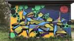 Eher abstrakte Wandbilder sind im Parzellengebiet an der Grollander Ochtum zu finden.