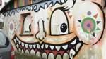 In dieses Wandbild in Bremen-Obervieland wurden ein Fenster direkt einbezogen ...