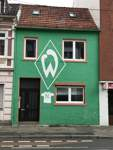 Streetart mit Raute: Dieses Haus kennt wohl jeder Werder-Fan. Aber auch in anderen Ecken der Stadt haben Fans ihre Liebe zum Verein verewigt. Wo, zeigt diese Bildergalerie.    Buntentorsteinweg, 28201 Bremen