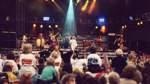 Bruce Springsteen, Michael Jackson und na klar, auch die Kelly Family spielte im Bremer Weserstadion ein Konzert. Mit Schlafsäcken, Reisetaschen und Isomatten campierten Fans im August 1997 mehrere Tage vor dem Weserstadion, um in der vordersten Reihe einen Platz zu ergattern. Die Folklore-Band heizte rund 42.000 Fans in der Hansestadt ein. Unter anderem wurde während des Konzerts über Sensoren verfolgt, ob die Betonträger der Tribünen durch rhythmisches Stampfen begeisteter Zuhörer nicht in bedrohliche Schwingungen versetzt werden.