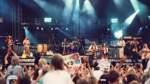 In dem Programm mit Pop- und Folksongs lösten sich schnelle und ruhige Stücke ab, die Fans hüpften und sprangen im Weserstadion, sangen mit und hielten bei den Balladen Wunderkerzen und Feuerzeuge hoch. Auf eine ausgefuchste Bühnenshow und technische Finessen verzichteten die Kellys am 23. August 1997, neben der Bühne befand sich lediglich auf der rechten Seite eine Großbildleinwand, auf der die Band zu sehen war.