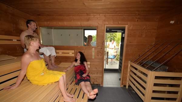 Nackt sauna tochter An alle
