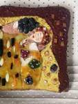 """Zweifellos schön anzusehen, geschmacklich wahrscheinlich gewöhnungsbedürftig: Gustav Klimts """"Der Kuss"""" aus Nutella, Senf und Lakritz."""
