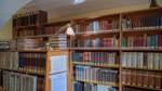 Reinhard Nitsche und Kilian Lührs kümmern sich um die historische Bibliothek im Domgymnasium