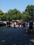 Alle wollen rein: Andrang vor dem Schloßparkbad.