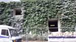 """Bunker an der Berliner Straße, Steintor:   Dieser Bunker wird heute vom Verein """"Kultur im Bunker"""" genutzt. Die sieben Gründungsmitglieder Moritz Muth, Sebastian Hinck, Anne Angenendt, Johann Talinski, Max Konek, Malte Macé und Michael Dreisigacker hatten die Idee, den Bunker als Atelierraum zu vermieten - an Studierende der Hochschule für Künste (HfK) und der Universität. Zusätzlich werden die großen Räumlichkeiten für kulturelle Zwecke genutzt. Hier gibt es Informationen zum Programm."""