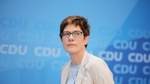 Kramp-Karrenbauer übernimmt Verteidigungsministerium