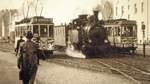 """Vorfahrt für """"Jan Reiners"""": Die Kleinbahn fuhr einen Teil ihrer Strecke durch Bremen."""