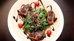 Feldsalat mit gebratener Entenleber und Pflaumenchutney