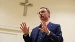 Tiefer Einblick in eine verkrustete Kirche
