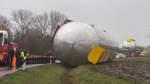 Mehrere Kräne für Bergung des Mega-Tanks nötig