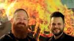 Weserstrand  Genusseite - Rubrik Dick und Dünn - Café 31 - Gegrillte Avocado mit Gremolata an Lamm Kebab und Minz Joghurt - Die Köche vl. Sven Segsulka und Hendrik Gödje