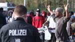 Geflüchtete und Aktivisten protestieren für Schließung der Erstaufnahmestelle