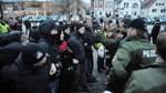 60 Polizisten entschärften Massenauflauf