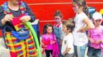 Clown Peppino knotet Luftballon-Figuren