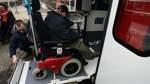 Barrieren an Bahnhöfen im Kreisgebiet für Elektro-Rollstuhlfahrer zu hoch
