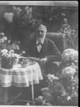 Firmengründer Johann Heinrich Ristedt inmitten eines Blütenmeers.