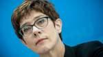 Kramp-Karrenbauer lobt Pflichtdienst für Jugendliche in Frankreich