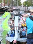 Am Bug des Bootes vom Team Geschichtenhaus prangt eine Ratte.