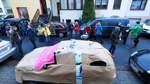 """Auto in Geschenkpapier: Initiative """"Platz da"""" fordert mehr Freiraum"""