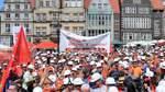 Mitarbeiter von Arcelor-Mittal demonstrieren gegen Billigstahl