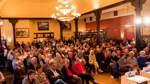 Mehr ging nicht: Bereits vor der eigentlichen Einlasszeit war der Saal des Gasthauses mit gut 200 Besuchern zum Bersten gefüllt.