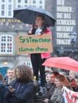 """Zum ersten Mal haben Bremer Schüler die Schule geschwänzt und für mehr Klimaschutz demonstriert. Sie ahmen damit die Protestaktion der schwedischen Schülerin Greta Thunberg nach """"Fridays for Future"""""""