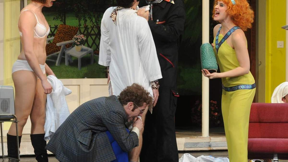 Bühne auf nackt der Junges Paar