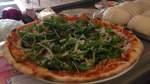 Bei Lino: Manche sagen, es sei la più bella pizzeria di Bremen. Fakt ist, wenn donnerstags Pizza-Tag ist, reicht die Schlange bis weit vor die Ladentür. Aber anstehen lohnt sich hier mitten in der Neustadt.       Friedrich-Ebert-Straße 119, 28199 Bremen