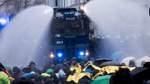 Polizei verteidigt Wasserwerfereinsatz