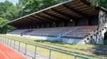 Zusätzliche Tribünen für das Stadion