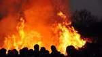 Zahlreiche Osterfeuer locken Publikum