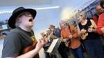 Bremens erstes Ukulelen-Orchester zeigt die große Wirkung des kleinen Instrumentes