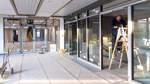 Hell wirken die Räume und Flure im ersten Bauabschnitt bei der OBS. Der graue Boden wird noch geschützt, die Fenster sind auch schon drin.