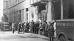 Als der WESER-KURIER nach Kriegsende erschien, standen die Menschen Schlange für eine Ausgabe der unabhängigen Zeitung. In den Jahren der nationalsozialistischen Herrschaft hatte es nur gleichgeschaltete Zeitungen mit Nazipropaganda gegeben.
