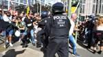 Vereinzelte Angriffe auf die Polizei in Berlin