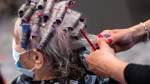 Bremer Friseure müssen bis März warten