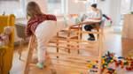 Eingeschränkte Kinderbetreuung belastet berufliche Situation von Bremer Eltern