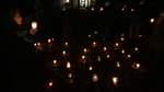 Lichter statt Worte: Erinnern auf dem Rosa-Abraham-Platz
