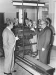 Zur Einweihung des Pressehauses im Januar 1957: Hermann Rudolf Meyer mit dem damaligen Bürgermeister Wilhelm Kaisen (vorne rechts).
