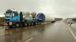 Schwertransporter muss Zwangspause an der Autobahn einlegen