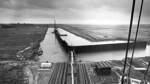 1960 beginnen die Bauarbeiten zum neuen Hafen am linken Weserufer. Dieses Foto zeigt den Baufortschritt im Jahre 1961.