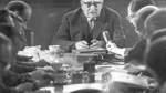 Im März 1964 gibt Bürgermeister Wilhelm Kaisen vor Journalisten bekannt, dass er im Juli 1965 von seinem Amt als Präsident des Senats und Bürgermeister zurücktreten wird.